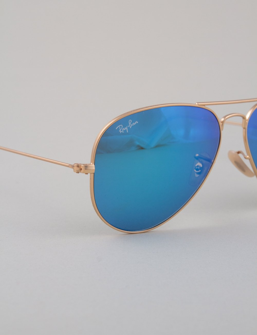 ray ban aviator large sunglasses matte gold mirror blue accessories from iconsume uk. Black Bedroom Furniture Sets. Home Design Ideas